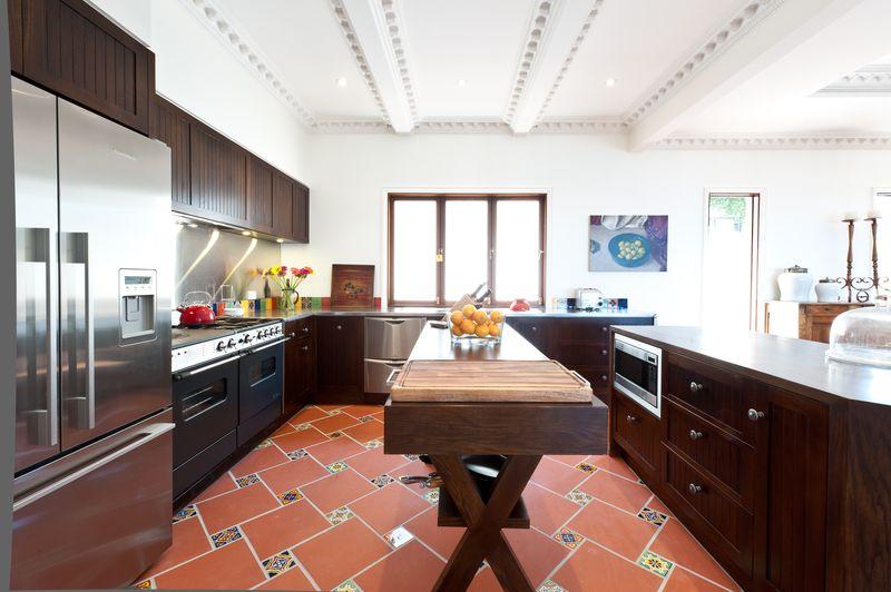 Spanish mission house di henshall interior design australia for Siti di interior design